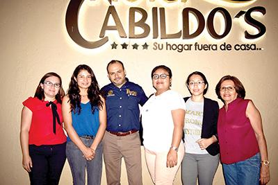 Carmen González, Steff Nij, Claudia Díaz, Lesly Román, María Soto.