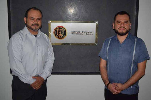 Julio Bustillo, director del Instituto de Formación Profesional del Sur; Baldomero Mendoza, integrante del Colegio Nacional de Profesores de Garantías y Amparo de la Facultad de Derecho de la UNAM.