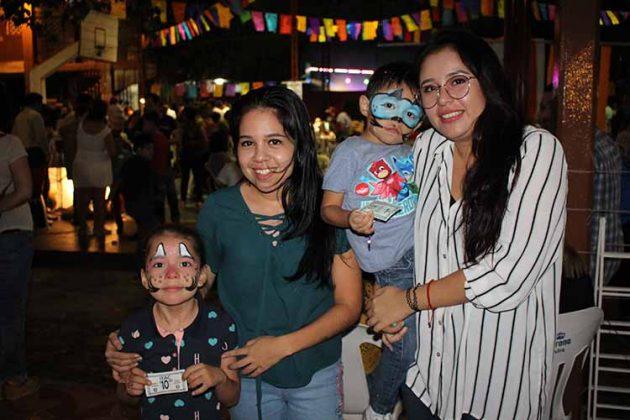Scarlet, Jessica González, René Gómez, Adriana Javalois.