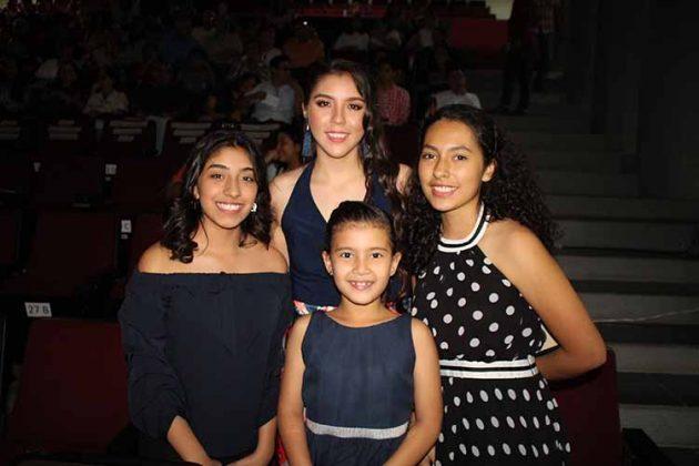 Camila Valencia, Camila Barrios, Astrid Coutiño, Mariana Rincón.