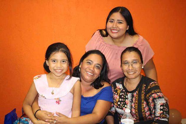Rosario Gómez, Dora López, Sandra Gómez, Mayra Osorio.