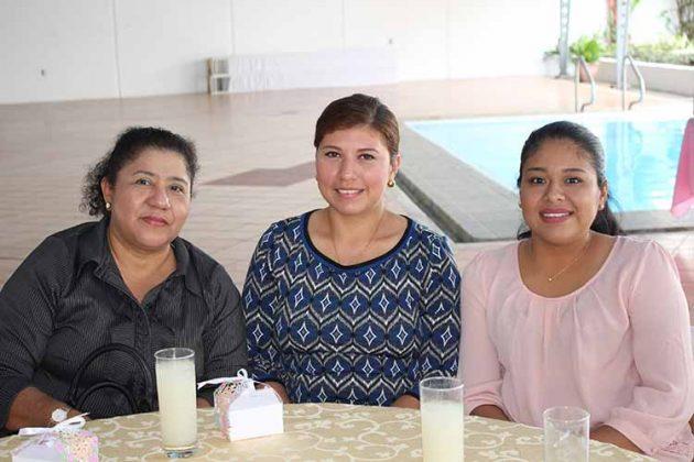 Naty Salgado, Erika de Martinez, Juanita de la Cruz.