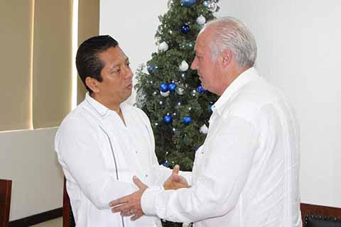 La entidad fortalece vínculos de colaboración y coadyuvancia para la profesionalización e inteligencia policial, dijo Jorge Luis Llaven Abarca, ante el Cónsul francés, Patrick Jean Robert de Bréon.