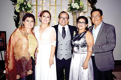 Isabel Magaña, Juanita Magaña, Juan Carlos González, Teresita de la Garza, Héctor de la Garza.