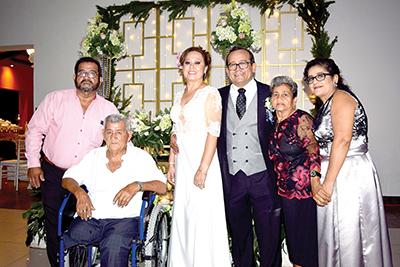 Rodolfo González, José González, Juanita Magaña, Juan Carlos González, Tere de González, Teresita de la Garza.