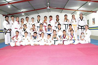 Taekwondoínes Obtienen Oro