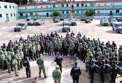 Alfonso Durazo, secretario de Seguridad Pública y Protección Ciudadana, informó que la seguridad estará en manos de 35 mil policías militares y 8 mil policías navales y el resto de policías federales.