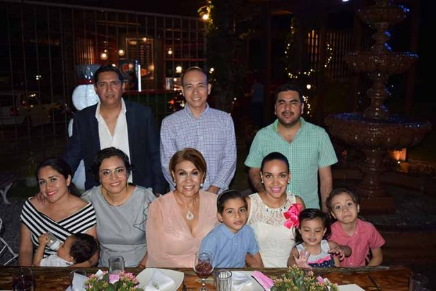 Rigoberto Salas, Dulce Cristel, Perla Salas, Fernando Joo, Jovita Amador, Fernando Joo, Nancy Salas, Fernando García, Fernandita García, Gael Joo.