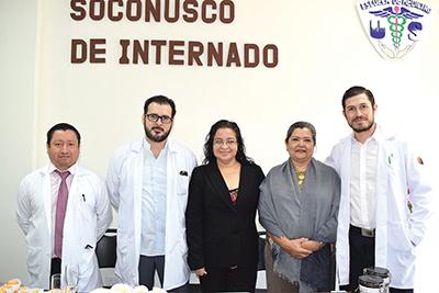 Alexis de la Cruz, jefe de enseñanza del hospital Tapachula; Adalberto Utrilla, coordinador estatal de internado de pregrado de ISECH; Mayra Poumián, directora de US; Lourdes Martínez, subdirector de educación y enseñanza en salud; Antonio Martínez, jefe de departamento de educación en salud para el desarrollo.