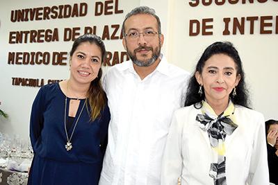 Marcela Islas, directora de Marketing; Mario Ymatzu, coordinador de ciencias clínicas, Lourdes Camas, coordinadora académica de ciclos básicos; Liliana Ocampo, directora de atracción y retención de talento humano.