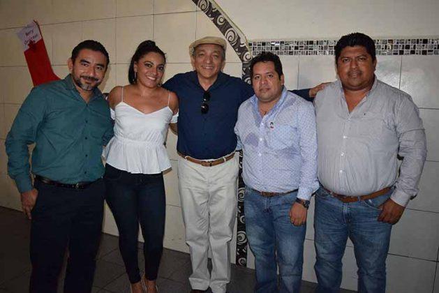 Víctor Moreno, jefe de Preparatorias en el Soconusco; Carina Ochoa, jefa de Administración de Preparatorias del Estado; Roberto Thomas, Darinel Zacarías, Luis Pérez.