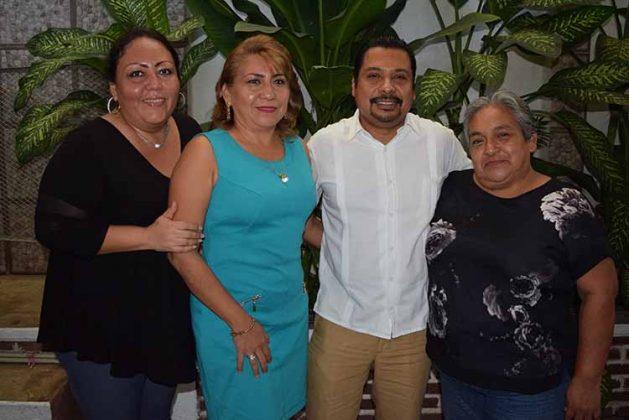 """Fanny Toledo, Lourdes Romero, Carlos Espinal, Ruth Hernández, preparatoria """"Adolfo López Mateos"""", Frontera Hidalgo."""