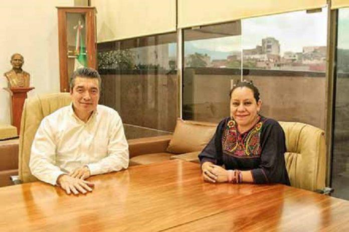 El gobernador Rutilio Escandón Cadenas sostuvo una reunión de trabajo con la secretaria de Bienestar federal, María Luisa Albores González, con el propósito de concretar los proyectos, que se pondrán en marcha para elevar el desarrollo y la calidad de vida de las familias chiapanecas.