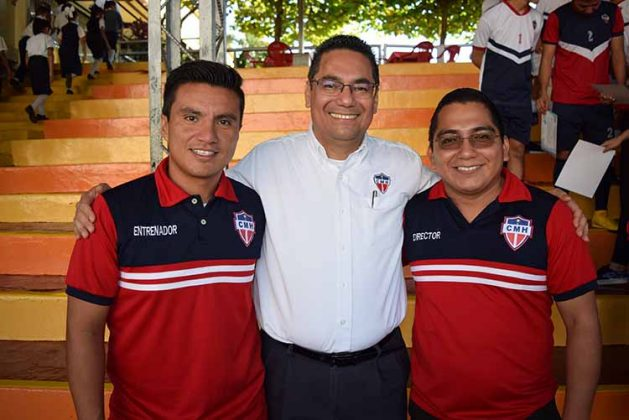 Carlos Ocaña, entrenador de futbol y atletismo; Padre Gonzalo Vázquez, Padre Miguel Villarreal.