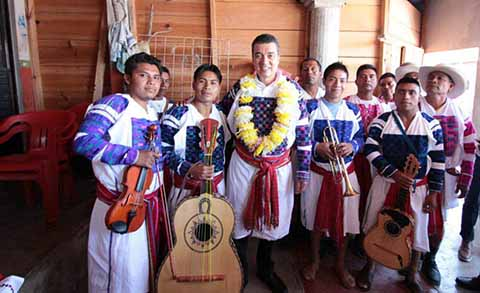 Comunidades Indígenas le desearon suerte en los próximos seis años, y manifestaron su confianza de que el 8 de diciembre iniciará una nueva etapa de prosperidad para todas y todos los chiapanecos.