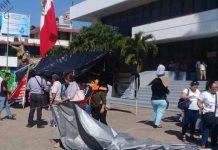 Maestros Suspenden Protestas Retiran Carpas del Parque Central