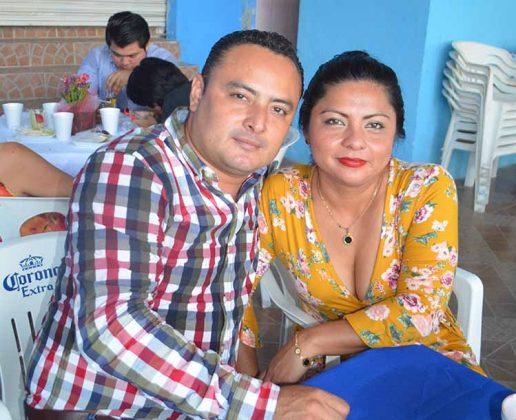 Víctor Cigarroa y Guadalupe Barrios.