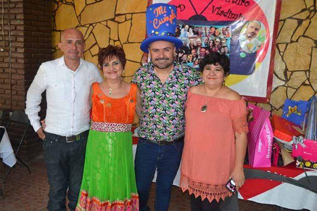 José Alberto Córdova, María de los Ángeles Córdova, Amanda Córdova, festejaron con el cumpleañero