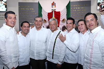 El gobernador Rutilio Escandón asistió a la toma de protesta del gobernador de Tabasco, Adán Augusto López Hernández; también participó en la comitiva que acompañó al presidente Andrés Manuel López Obrador y a su esposa Beatriz Gutiérrez Müller.
