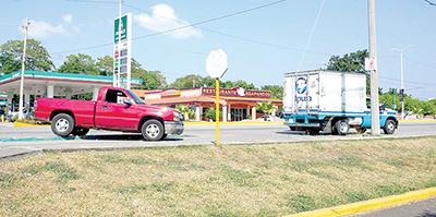 Fuerte Accidente Entre un Camión de Leche y una Camioneta