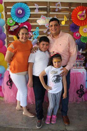 Anel Bonifaz, Abraham, Ana, Abraham Maldonado.