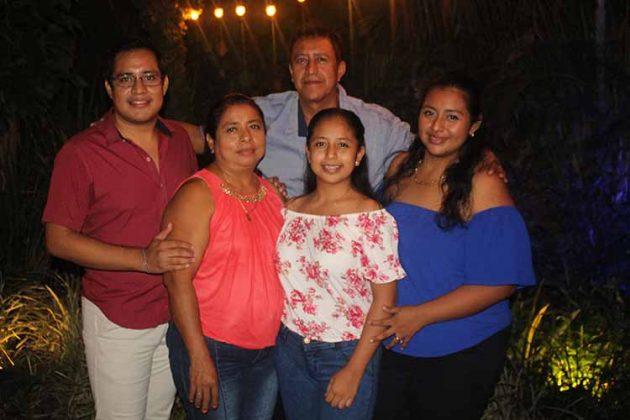 Iván, Verónica, Ricardo, Verónica, María César.