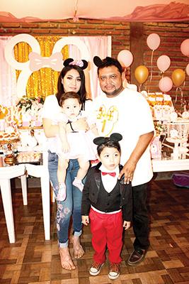 la pequeña Jade Martínez estuvo consentida por sus padres Vianey Gómez, Artemio Martínez y su hermanito Jared Martínez.
