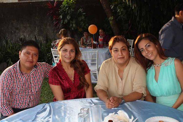 Didier Morales, Paola, Dora, Grecia Zamorano.