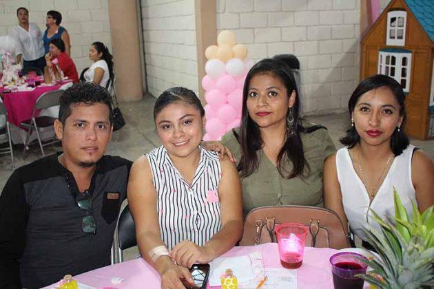 Jeremi Salgado, Marioly Figueroa, Roxana Barrera, Paola Cabrera.
