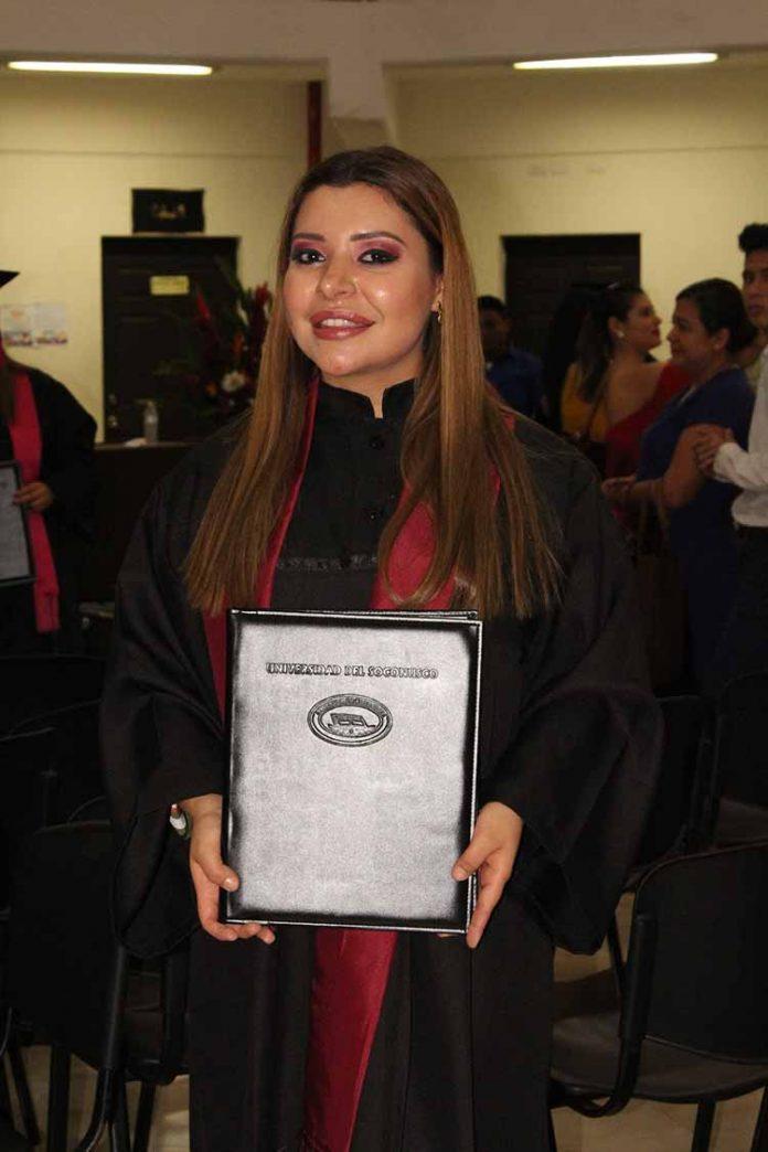 Esthelita Zamora.