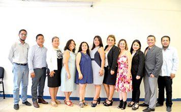 Los estudiantes de la maestría en Educación de la Escuela de Humanidades de la Unach, acompañados de sus maestros y el coordinador de Investigación y Posgrado de Humanidades, Dr. Luis Ernesto Cruz Ocaña .