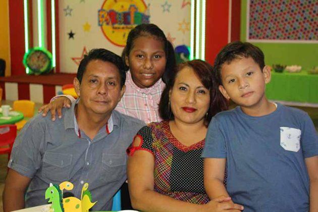 Danny, Kendra Chaclán, Dalith Guzmán, Daniel Chaclán.