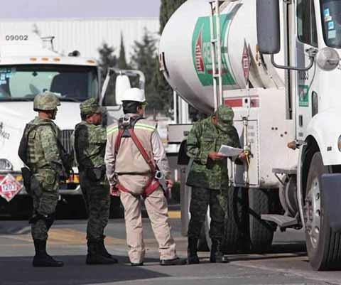 El Ejército Toma Control Total de la Seguridad en Instalaciones de Pemex