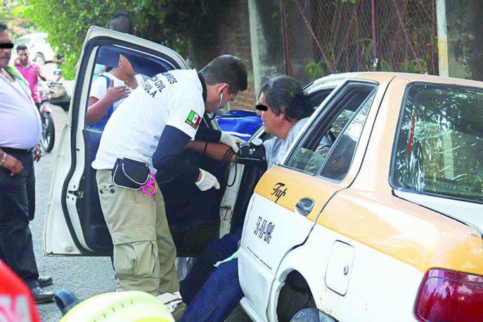 Taxista Choca y Lesiona a sus Cuatro Pasajeros
