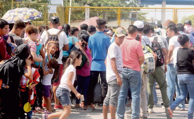 Se Enfrentan Migrantes Contra Civiles los Corren del Centro de Tecún Umán