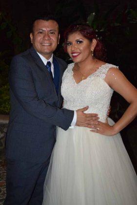 Héctor López & Paola Santiago.