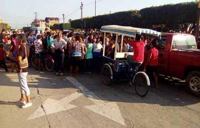Mientras en la frontera de Suchiate las autoridades migratorias realizaban el registro de la nueva caravana de migrantes, en la cabecera municipal se manifestaron organismos sociales en contra de los flujos migratorios, que hoy con todas las facilidades ingresan a nuestro país.