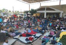 Cerca de 3 mil migrantes que ingresaron ilegalmente a Chiapas la madrugada del viernes, continuaron su caminata hacia el Norte del País, por lo que se instalaron en Huixtla para descansar y retomar su viaje. Mientras tanto, cámaras de comercio manifestaron que por la presencia de indocumentados, las ventas han descendido hasta en un 50%, por el temor de la población a ser víctimas de la delincuencia.