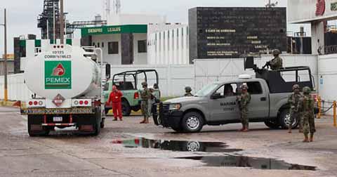 """Investiga la PGR por """"Huachicoleo"""" a Tres Exfuncionarios de Pemex. Tres Políticos y 194 Empresarios Gasolineros"""