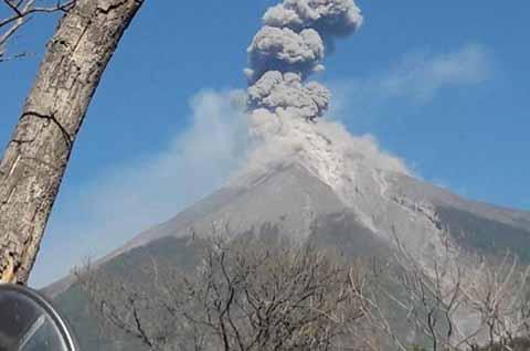 Erupción de Volcán de Fuego en Guatemala no Afecta a Chiapas
