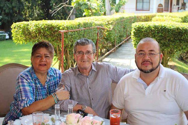María Luisa de Rodríguez, Carlos, Julio Rodríguez.