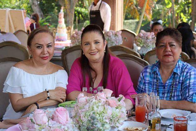 Consuelo Chang, Andrea Javier, María Luisa de Rodríguez.