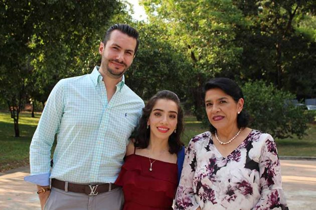 Gabriel Ibarra, Mercedes Vives, Mercedes Flores.
