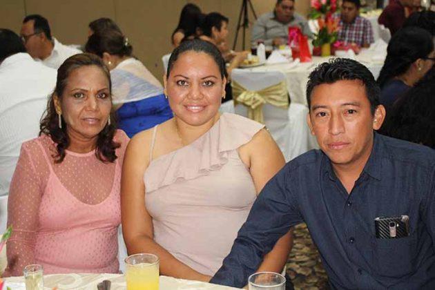 María Rizos, Wendy Portillo, Adalberto Villatoro.