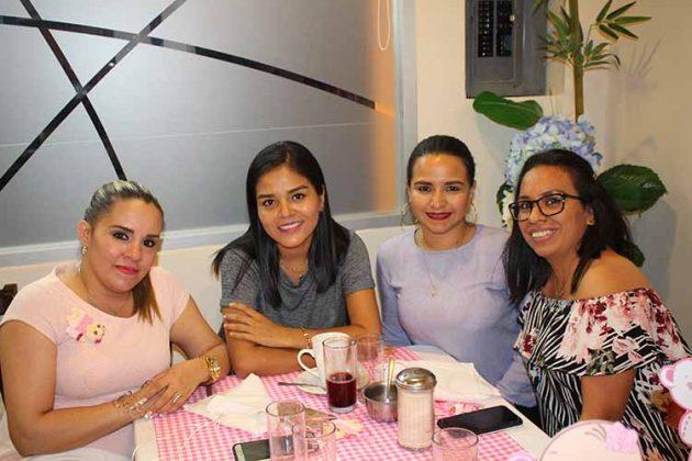 Karla Palacios, Gladis Ramírez, Viviana Guillén, Sandra Chang.