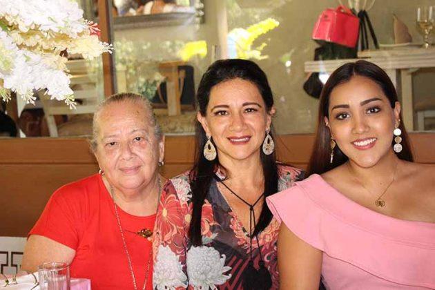 Mercedes Villalobos, Mónica Hernández, Mónica Robledo.