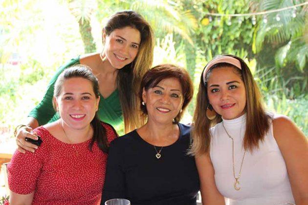 Fernanda Lemberg, Tere Robledo, Carolina Herrera, Yeni Robledo.