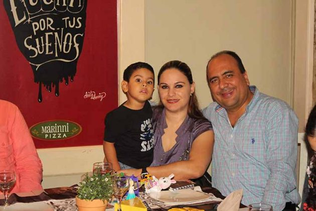 Gael Rosales, Jessica Huembes, Gilberto Rosales.