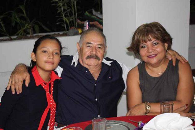 Fernanda, Armando George, Carmen Ishikiwa.