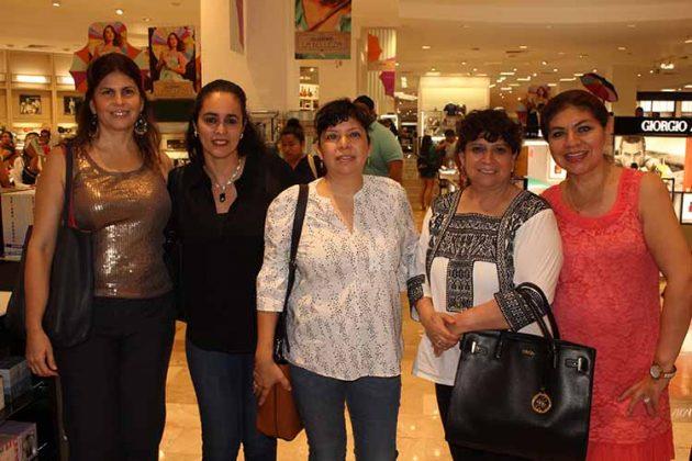 Roxana de Castillejos, Mildred de Pinson, Judith, Adriana Salazar, Nancy Canel.